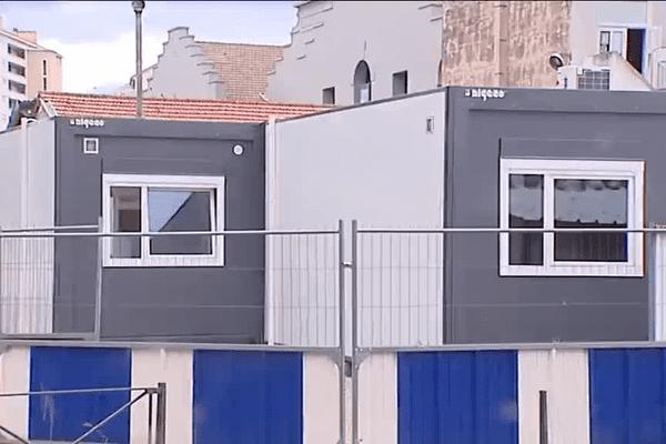 """Villeurbanne  : des préfabriqués ou """"bâtiments modulaires"""" installés à l'école Antonin Perrin (1/9/15)"""