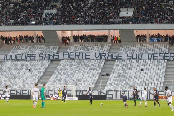 Le virage sud déserté par les supporters lors de la rencontre Bordeaux-Guingamp  le 6 décembre 2015.