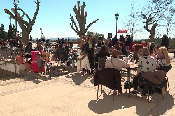 Les bars et restaurants sont ouverts jusqu'à 17 heures en Catalogne.