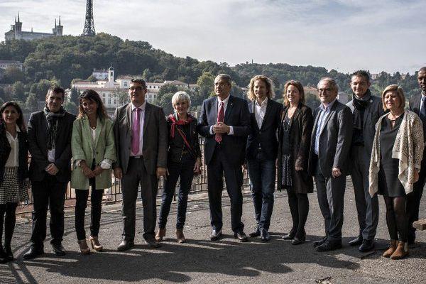 Les membres de la liste socialiste pour les élections régionales en Auvergne-Rhône Alpes, menée par Jean-Jacques Queyranne, photographiés à Lyon le 2 octobre 2015.