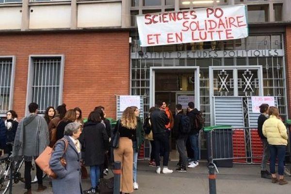 Sciences Po' Toulouse occupé mais pas bloqué depuis vendredi matin.