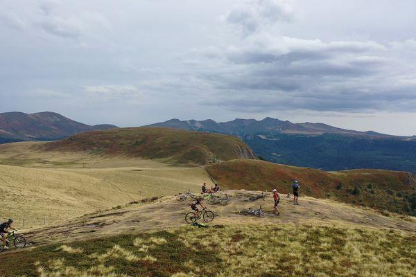 Depuis 30 ans, la transvolcanique propose un parcours à travers les volcans d'Auvergne