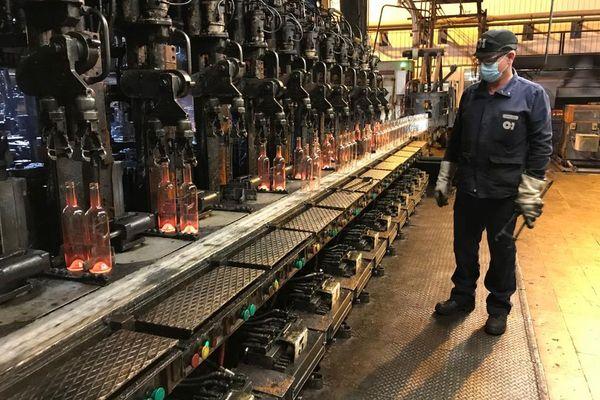La verrerie de Puy-Guillaume, dans le Puy-de-Dôme, s'attache à développer le recyclage du verre.
