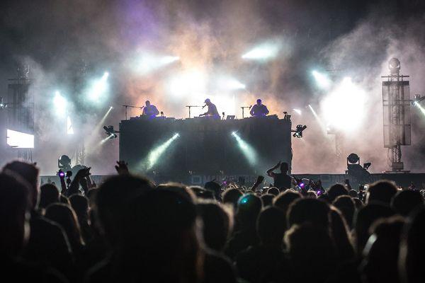 Le groupe Birdy Nam Nam en concert à Arras, en 2016.