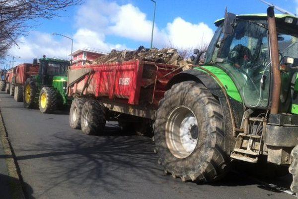 Les tracteurs chargés de déchets et de fumier entraînent de nombreux bouchons ce lundi autour de Caen