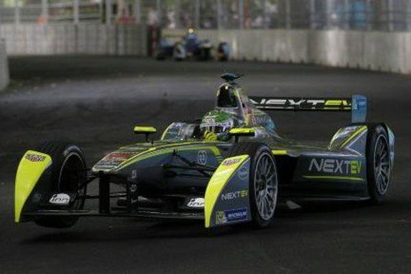 La monoplace pilotée par le Brésilien Nelson Piquet Jr, lors du dernier ePrix de la saison à Londres, le 28 juin 2015