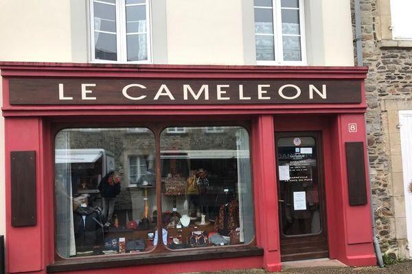 Un magasin de vêtements de Barneville-Carteret, commerce jugé non essentiel, et donc fermé samedi 31 octobre 2020.