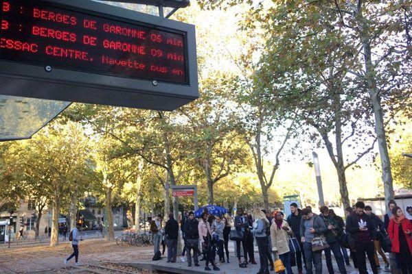 La fréquence des rames du tram B est de 6 à 8 minutes, ce lundi matin, en raison d'une panne sur la ligne.