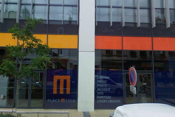 La librairie Chapitre (Place Media) de Calais en juillet 2008.