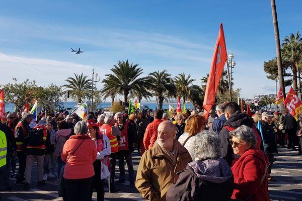 1.000 personnes se sont réunies au jardin Albert 1er, à Nice, à l'appel de FO, SU et la CGT, pour manifester contre la réforme des retraites.