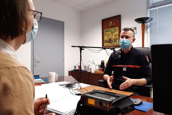 Le colonel Olivier Peycru, directeur adjoint du SDIS de la Marne, le 22 mars 2021, lors de son entretien avec l'association le Son des choses, durant lequel il est revenu sur la crise sanitaire.