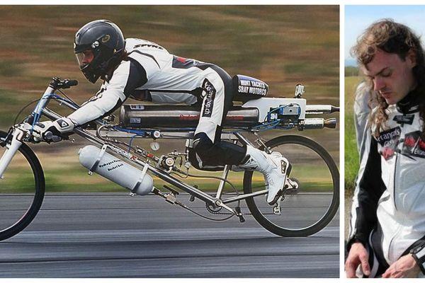 François Gissy a battu le record de vitesse sur vélo propulsé par un moteur à fusée, à plus de 300 km/h