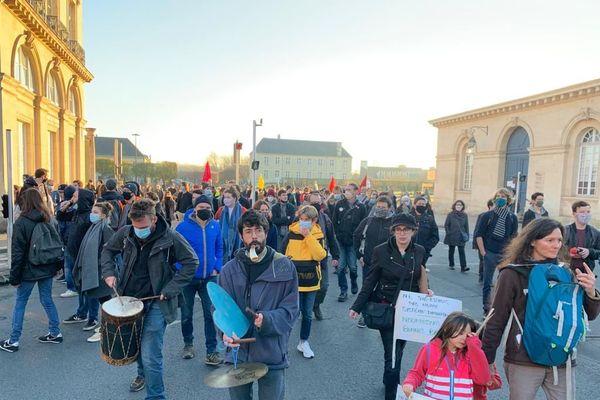 Un cortège calme samedi dernier, avec 5000 personnes à Caen. Mais quelques tensions entre manifestants et policiers ont éclaté, dans les rues piétonnes, avec des tirs de lacrymogène. Les commerçants ne veulent plus subir.