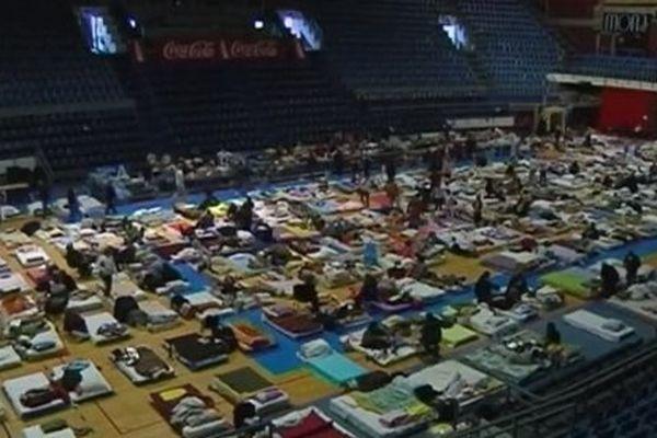 Des centaines de sinistrés dans un gymnase de Belgrade