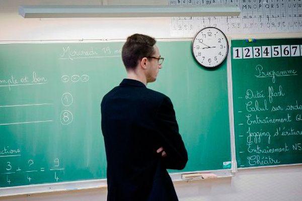 Un enseignant dans sa classe (image d'illustration)