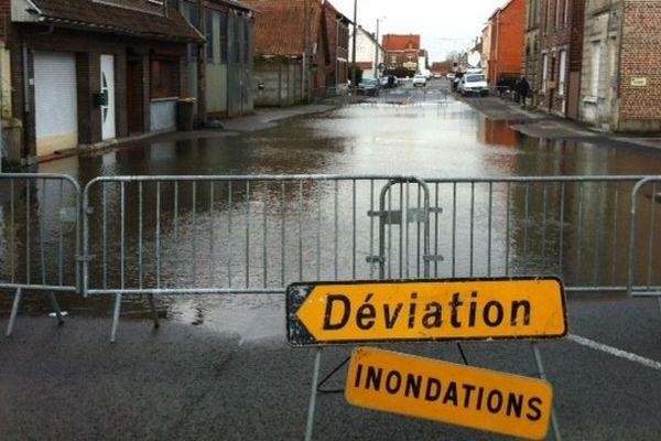 Une rue inondée, lundi 31 décembre, à Calonne-sur-la-Lys