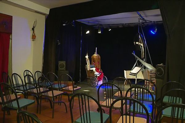 """""""Le p'tit bidule"""" peut accueilllir 49 spectateurs."""