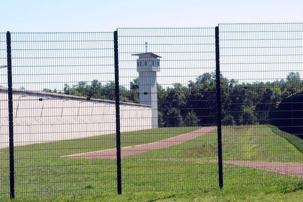 Le détenu, qui avait fait l'objet récemment d'une mesure d'hospitalisation pour son état psychologique instable, est décédé dans la nuit de vendredi à samedi 18 juillet à l'hôpital de Roanne.