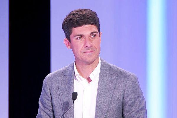 La tête de liste LR Aurélien Pradié sur le plateau de France 3 Occitanie le soir du premier tour des élection régionales le 20 juin 2021.