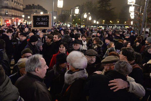 Le soir du 7 janvier 2015, des milliers de personnes s'étaient rassemblées spontanément à Dijon.