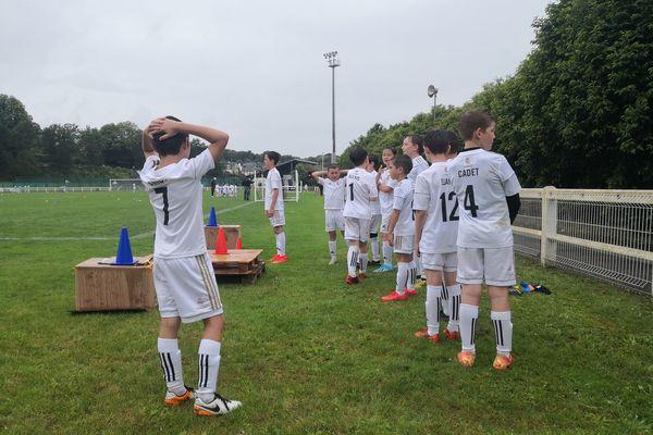 A Pontivy, de jeunes joueurs de football participent à un stage organisé par le Real Madrid