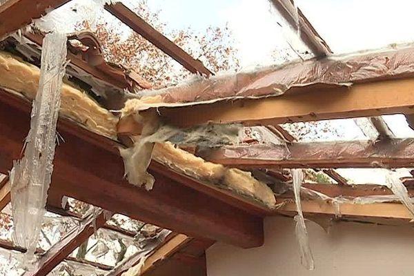 Montpellier - une famille expulsée durant la trêve hivernale à la Pompignane. Le propriétaire a fait démolir le toit - 30 novembre 2018.