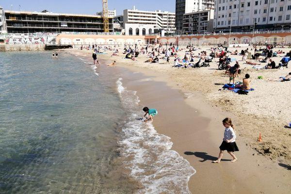 La plage des Catalans à Marseille, vers midi ce samedi.