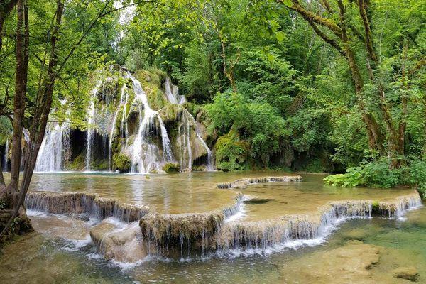 Les cascades des Tufs, ses roches friables, et ses espèces aquatiques, sont menacées par le tourisme de masse.