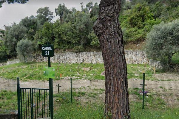 Toutes les croix du carré 21, réservé aux indigents pour une part et aux défunts musulmans pour l'autre, ont été arrachées et jetées au sol.