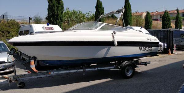 Deux bateaux ont été saisis, 9 000 euros en liquide et près de 20Kg de résine de cannabis.