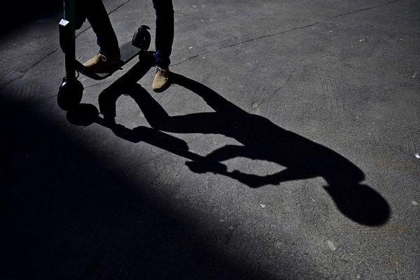 Lundi, un homme à trottinette électrique s'est fait mortellement percuté par un camion à Paris. (Image d'illustration)