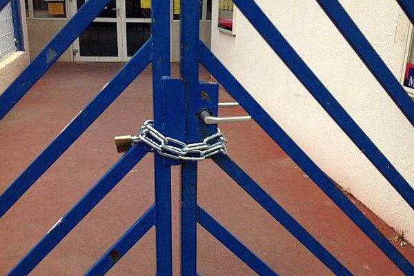 Montpellier - l'école du petit Bard bloquée - 4 mai 2015.