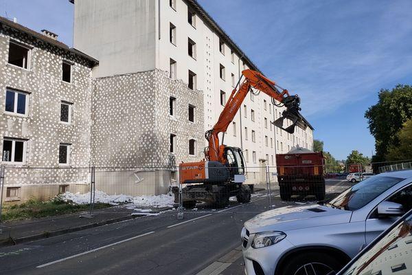 Les travaux de démolition ont débuté à Aurillac dans le quartier de Marmiers.