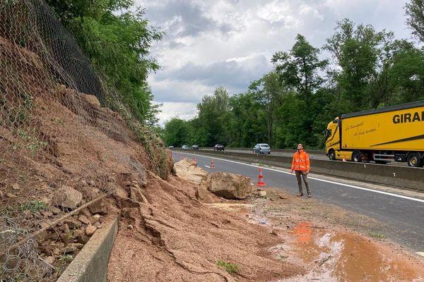 Dans la nuit de dimanche à lundi 28 juin, un éboulement a eu lieu sur l'autoroute A75 près d'Issoire, dans le Puy-de-Dôme.