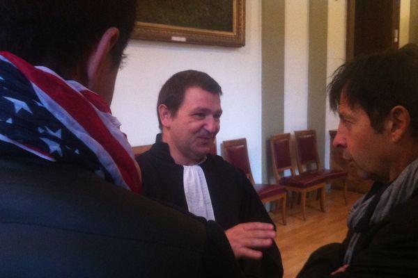 Le couple avec leur avocat