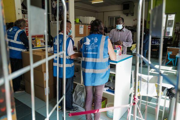 Selon le Secours Populaire, le nombre de demande d'aide alimentaire a augmenté de 30% pendant le confinement. Le virus aggrave la pauvreté selon l'association.