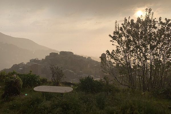 La région basquaise a été marquée, ce lundi 19 avril, par un épisode orageux matinal avec de la grêle.