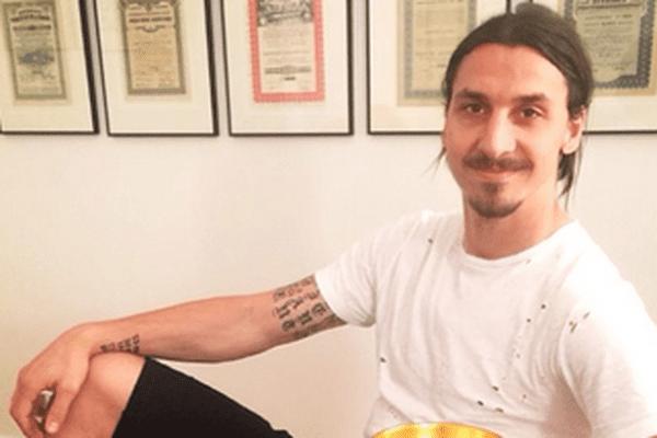 L'attaquant du PSG Zlatan Ibrahimovic est de retour à Paris, après douze jours d'absence douloureux durant lesquels il a enterré son frère.