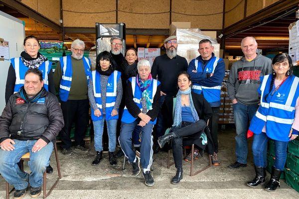 L'équipe du Secours Populaire de Montauban, dans le Tarn-et-Garonne. Arben Colluka est la troisième personne en partant de la droite.