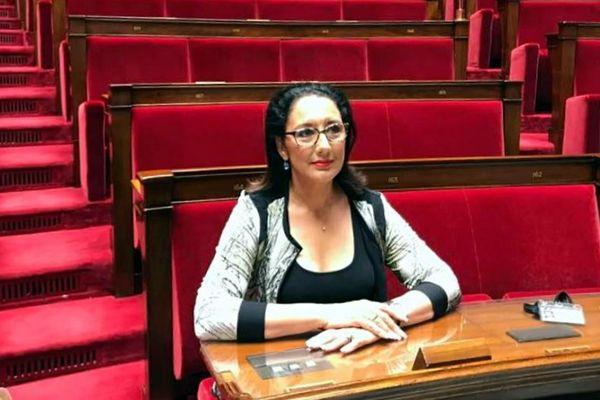 Fadila Khattabi, élue dans la 3e circonscription de Côte-d'Or, découvre l'hémicycle, mercredi 21 juin 2017.
