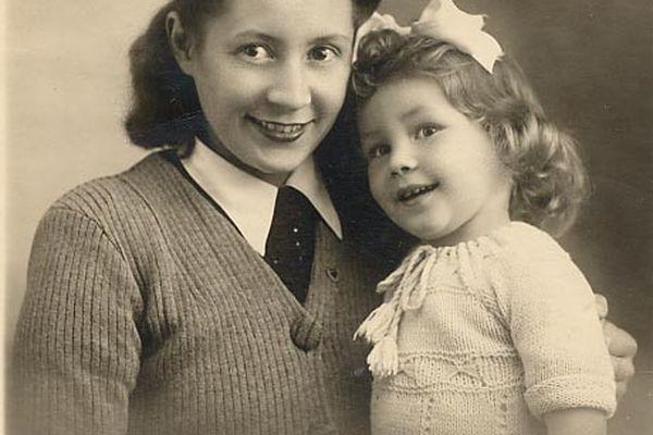 Marcelle Bastien et sa fille, Christiane Lauthelier. La jeune résistante a été sauvée par Danielle Casanova lorsqu'elle était incarcérée, enceinte, au Fort de Romainville.