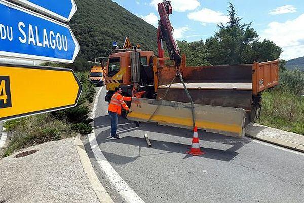 Lodève (Hérault) - l'A.75 bloquée depuis samedi est rouverte dans le sens Sud-Nord, sur une seule voie - 15 septembre 2015.