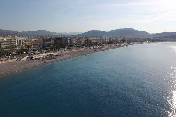 Vue aérienne de la promenade des Anglais à Nice.
