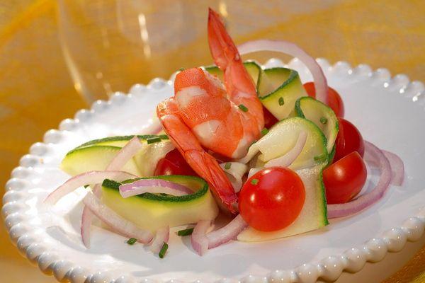 Des légumes crus et des produits de la mer, la combinaison réussie pour être en forme au printemps, selon un nutrionniste.