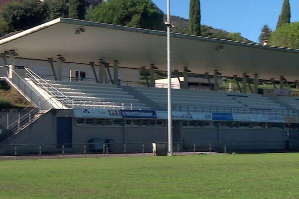 Céret (Pyrénées-Orientales) - les tribunes du stade de rugby fermées pour cause de danger - septembre 2021.