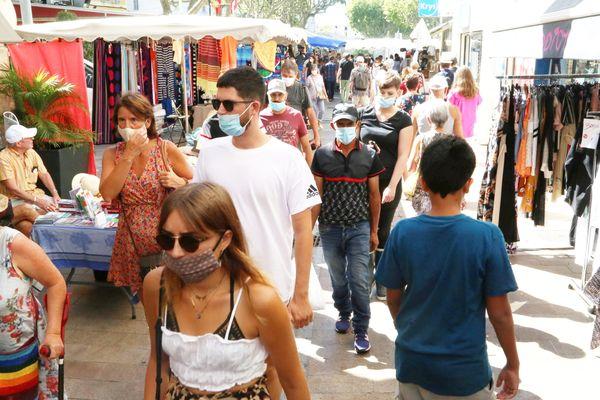 Sur le marché comme à proximité des établissements scolaires, le masque redevient la règle dans tout le département.