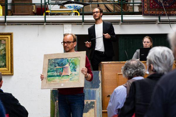 Près de 300 œuvres du maître verrier Jacques Simon étaient en vente ce jeudi 18 juin 2020 à la maison Chativesles de Reims