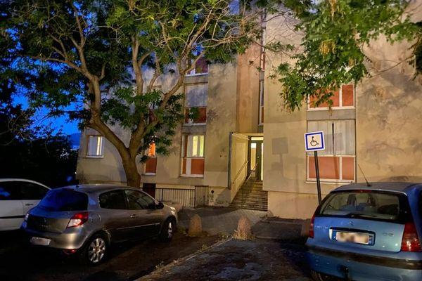 C'est dans cet immeuble, à la Cité Aurore, que s'est déroulée la rixe.