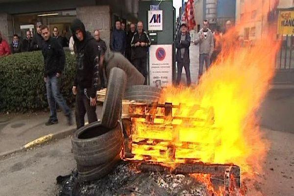 Piquet de grève devant Manoir Industries