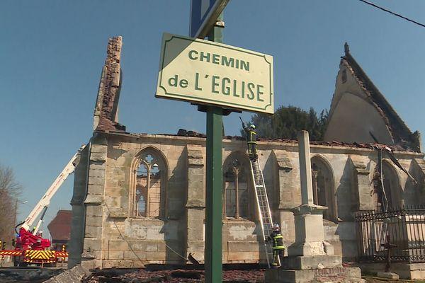 L'église Saint-Pierre de Romilly-la-Puthenaye : pas moins de 46 pompiers à son chevet samedi 17 avril 2021.